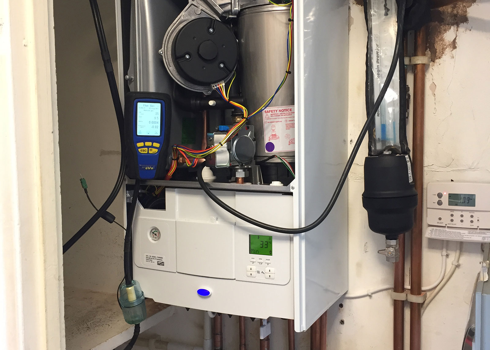 https://tlbheating.co.uk/wp-content/uploads/2019/07/servicing.jpg